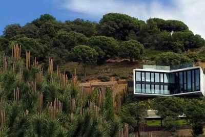 Дом авторского дизайна рядом с Барселоной в городке Кабрильс